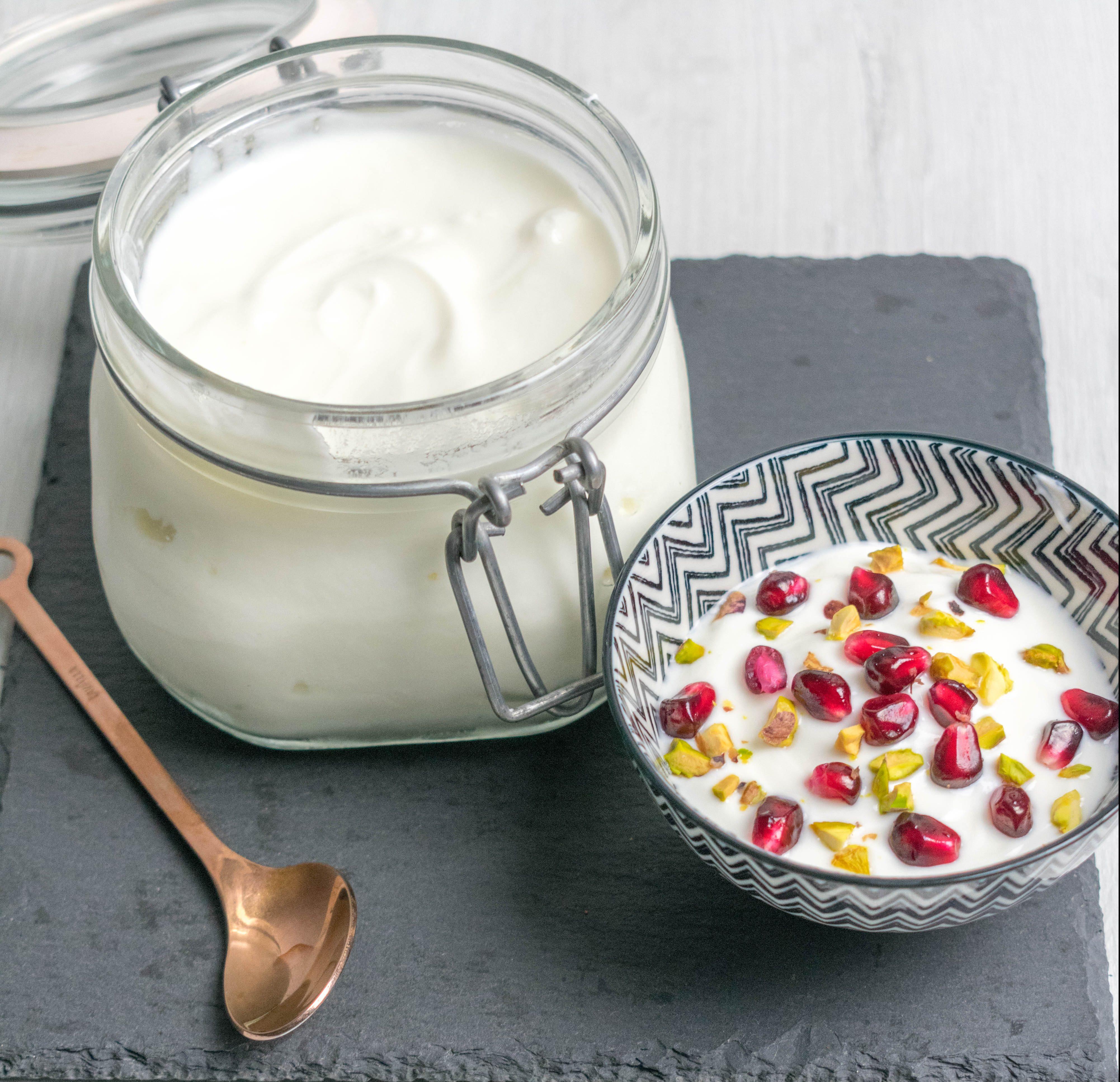 Ricetta Per Yogurt Greco Con Yogurtiera.Come Fare Lo Yogurt Greco A Casa Con 2 Semplici Mosse Let It Beetroot